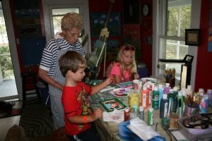 Kacey Carneal Shares Art With Children